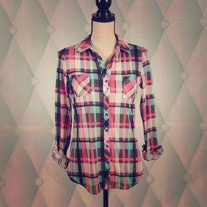 New with tags vanity plaid Top. Size small.